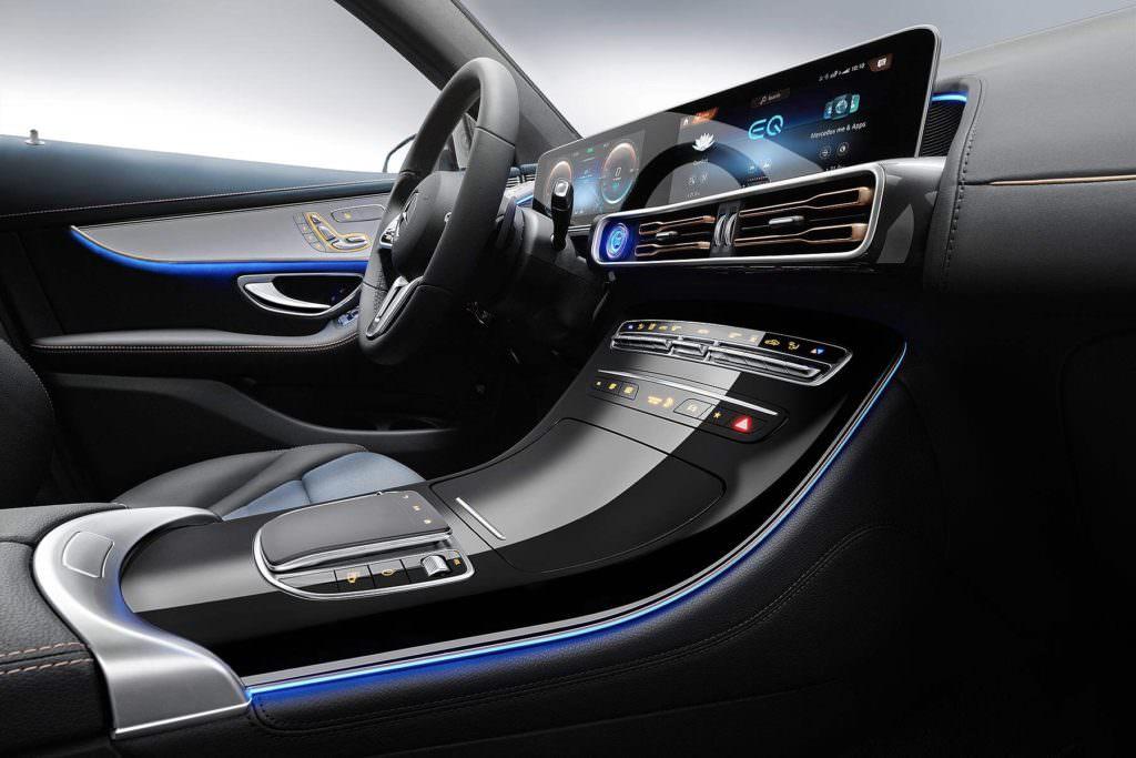 Suv e tecnologia EV: Mercedes EQC Interni - SpicyView