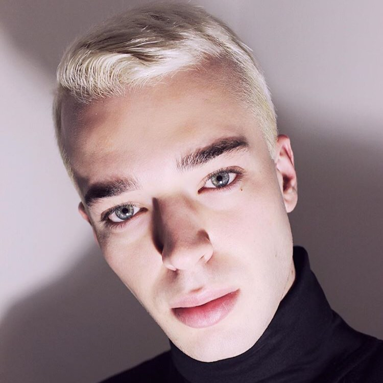 Tendenze capelli uomo: alcuni consigli per i tagli 'fai da te'.