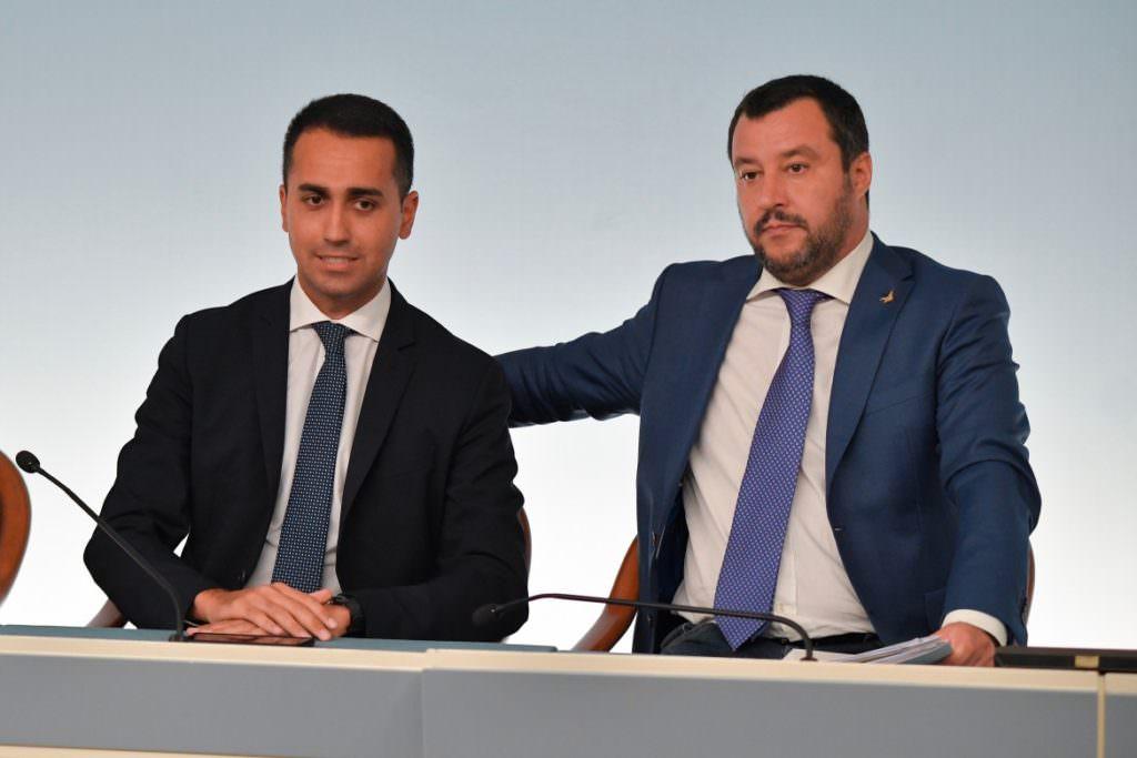 Gli ultimi scandali del governo - SpicyView